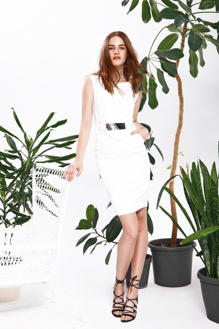 Šaty bílé bez rukávů